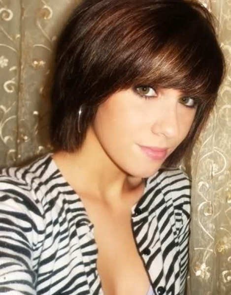 A regular short bob hairstyle can seem boring on brunettes. You'll need to add some kind of a twist to it. Cutting a fringe is a fantastic idea because ...